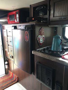 Overland 4X4 Vehicle Dodge Ram 2500 HEMI 5.7 & Palomino Truck Camper 2017